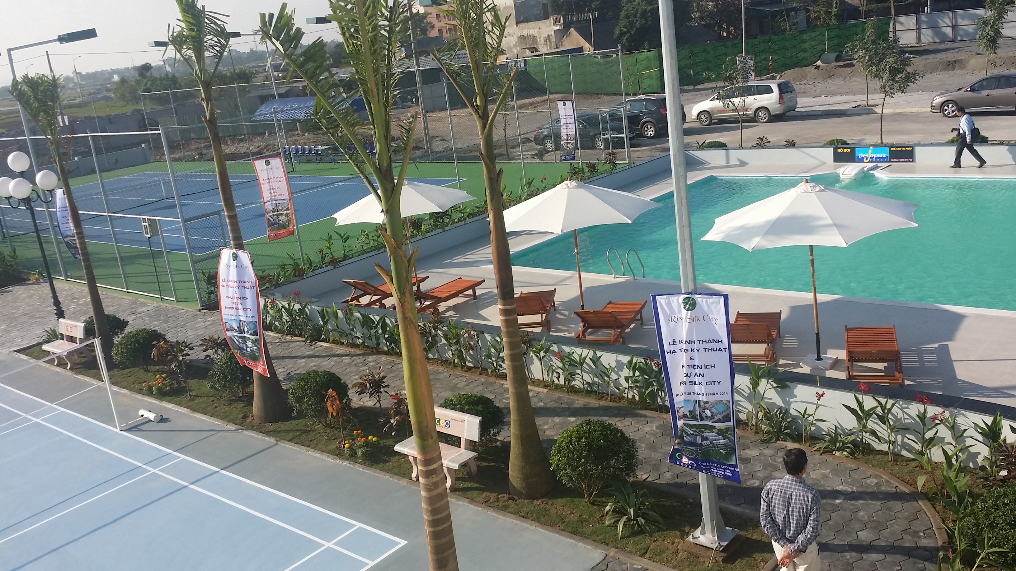Bể bơi - sân Tennis.jpg